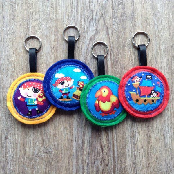 Deze sleutelhangers zijn een leuk cadeautje voor na afloop van een piraten feest.