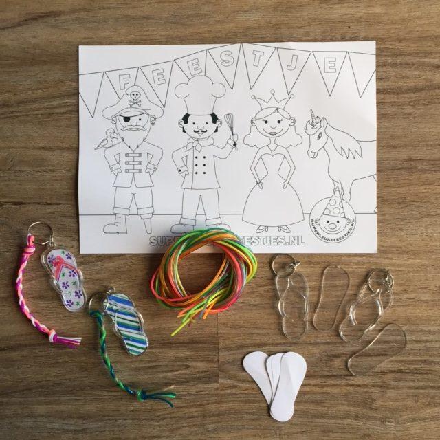 knutselpakket slipper sleutelhangers voor kinderfeestje